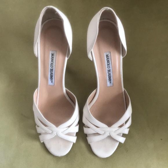 Manolo Blahnik Cream Peep Toe Heels 385